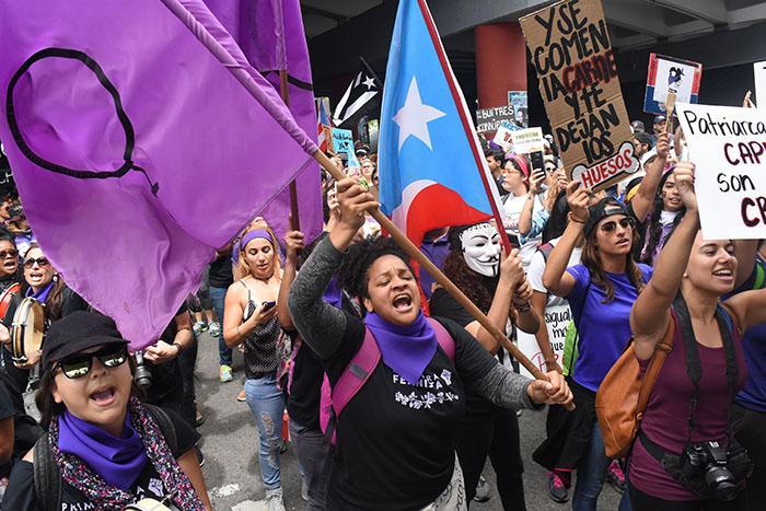 """En el Paro Nacional del 1 de mayo se les convocó a las mujeres a unirse a la """"Marea feminista"""" para marchar en contra de las medidas de austeridad propuestas por la JCF. (Ricardo Alcaraz / Diálogo)"""